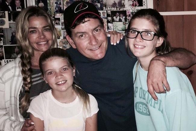 שין, ריצ'רדס ובנותיהם סמי ולולה (צילום: אינסטגרם)
