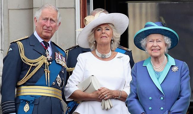 המלכה אליזבת, קמילה וצ'רלס (צילום: Gettyimage)