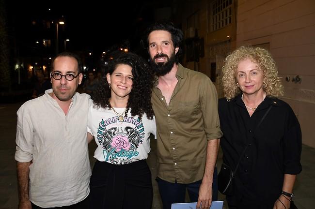 ורה האמיתית. לנה קריינדלין, ארז דריגס, נועה קולר ורועי חן (צילום: אביב חופי)