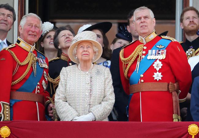 תמונה אחרונה על המרפסת? הנסיך אנדרו ובני המלוכה (צילום: Gettyimage)