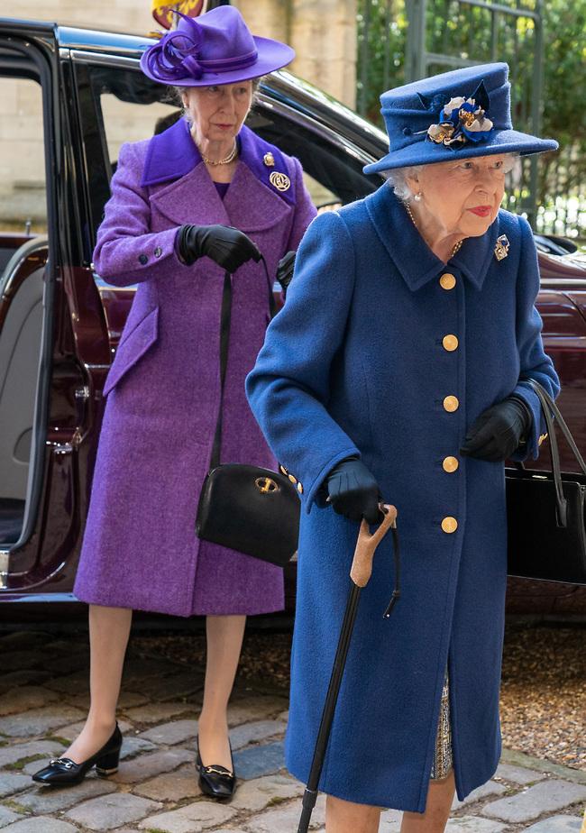 מלכה! המלכה אליזבת והנסיכה אן (צילום: Gettyimage)