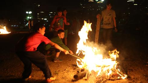 Children around Lag BaOmer bonfire in Tel Aviv