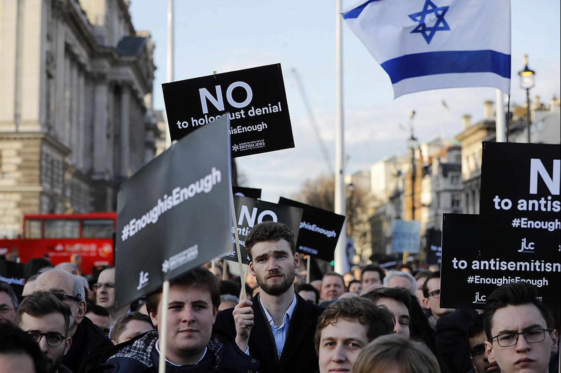 יהודים מפגינים ב לונדון נגד מנהיג הלייבור ג'רמי קורבין