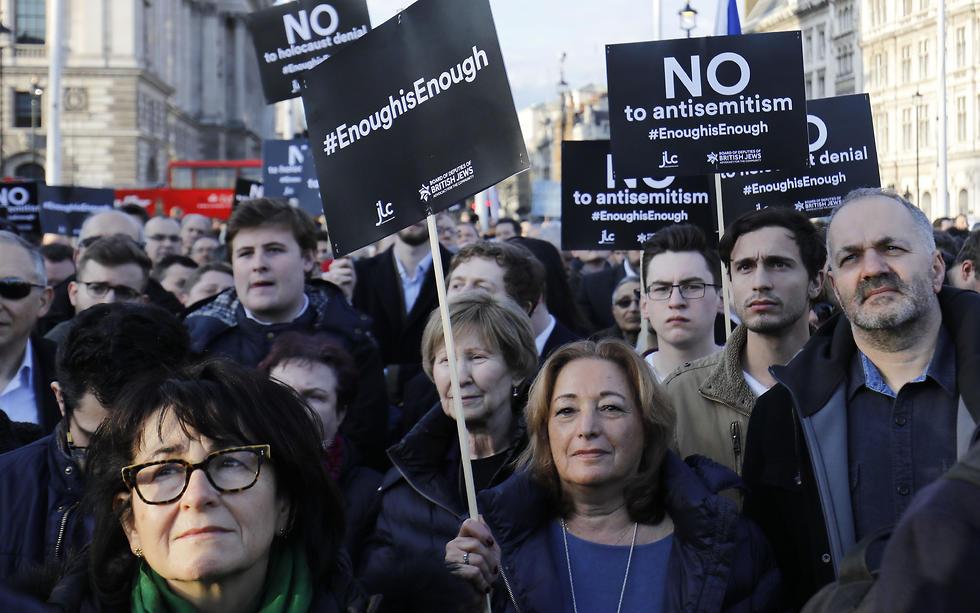 British Jews protest outside parliament against Labour's Jeremy Corbyn