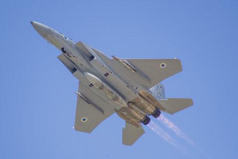 מטוס בז F15