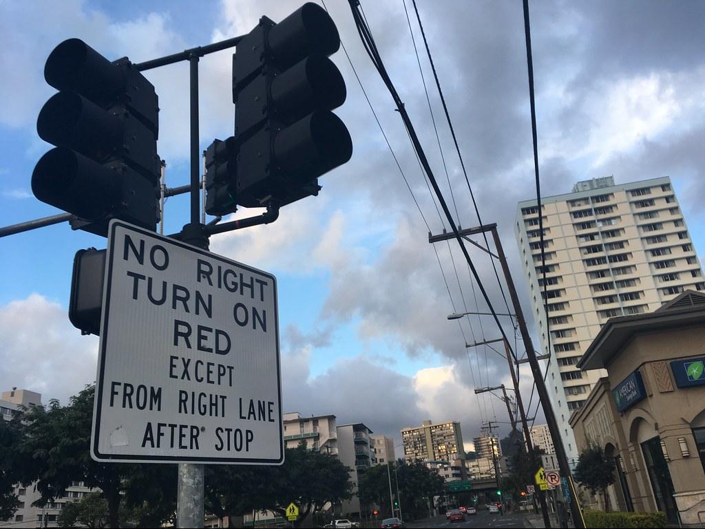 כאן ניתן לפנות ימינה ברמזור אדום