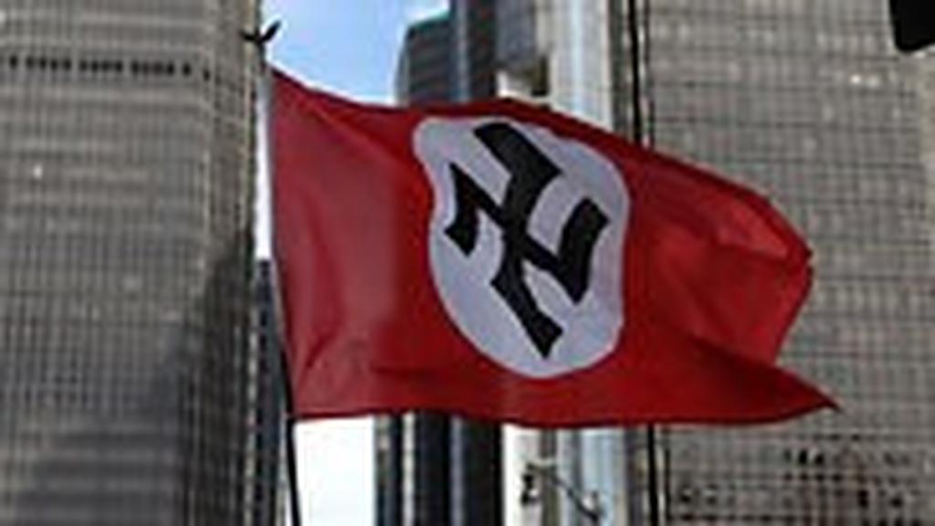 """דטרויט מישיגן ארצות הברית מצעד גאווה ניאו נאצים גזענות היטלר צלב קרס קהילה ה גאה להט""""ב הומו לסבי"""