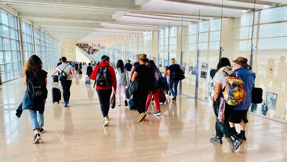בדרך לשער הכניסה לישראל