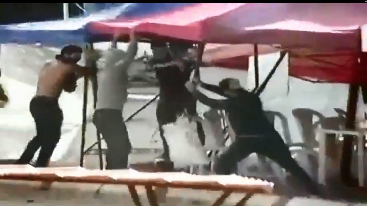 פעילי חיזבאללה הורסים אוהלים בביירות