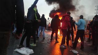 מחאה הפגנות הפגנה נגד מחיר מחירי דלק עיר טהרן איראן