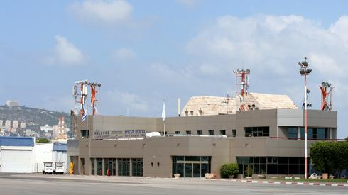 נמל שדה טרמינל תעופה חיפה