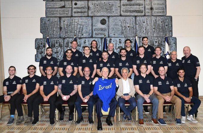 נבחרת ישראל בבייסבול יחד עם נשיא המדינה ראובן ריבלין