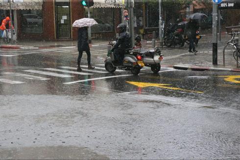 מזג אוויר גשום גשם חורף חורפי ב תל אביב
