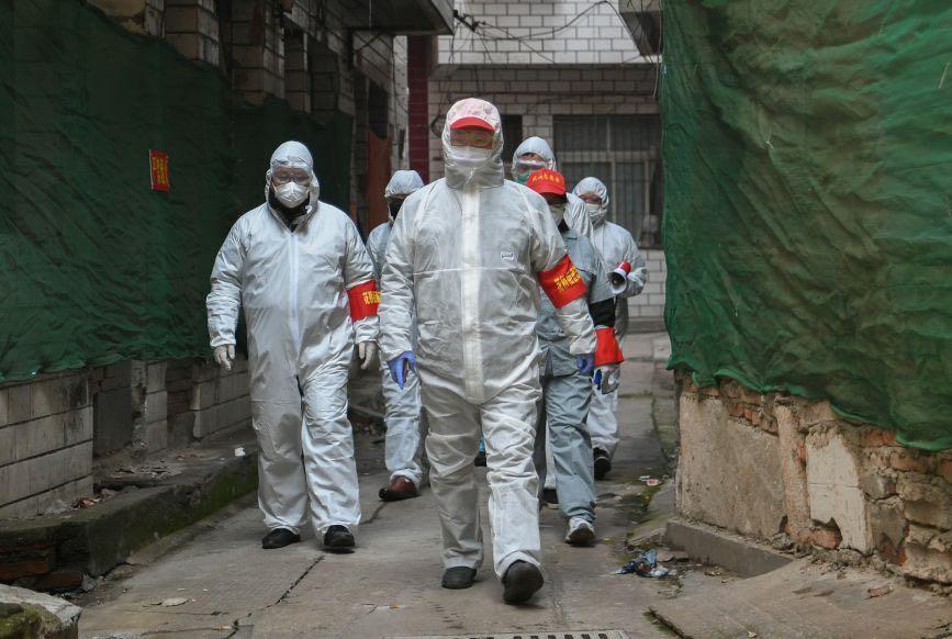 ווהאן סין בודקים תושבים מחשש להידבקות ב נגיף וירוס קורונה