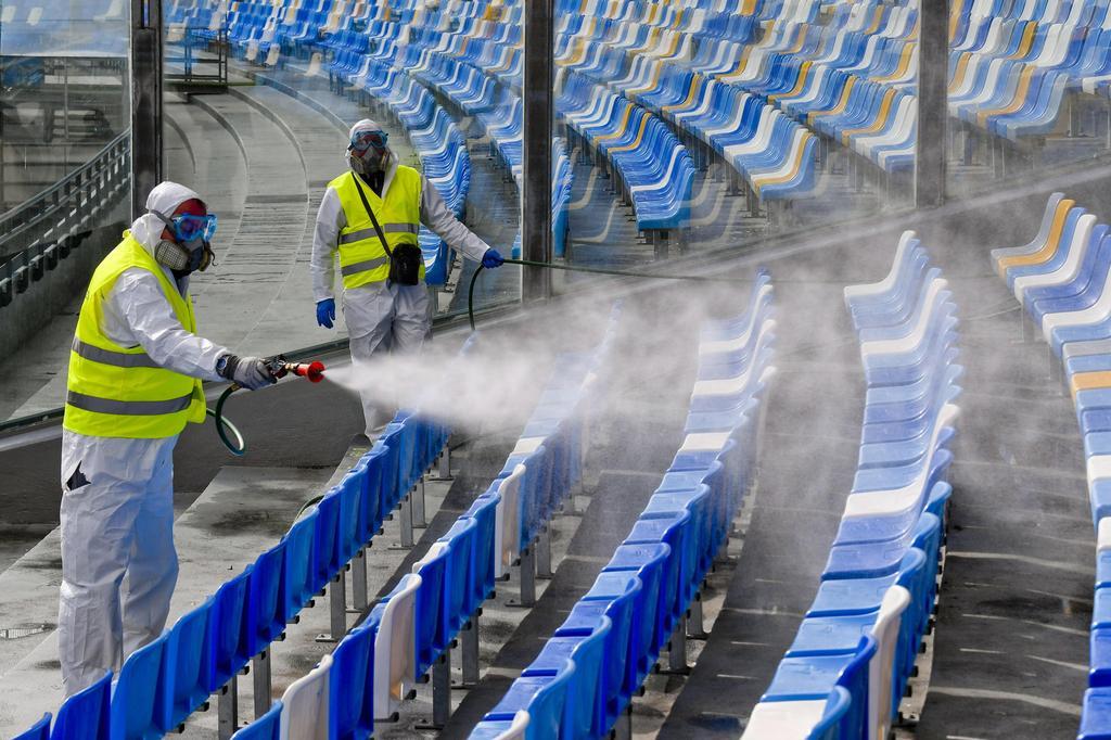 בנאפולי ניקו את האצטדיון כדי למנוע הידבקות