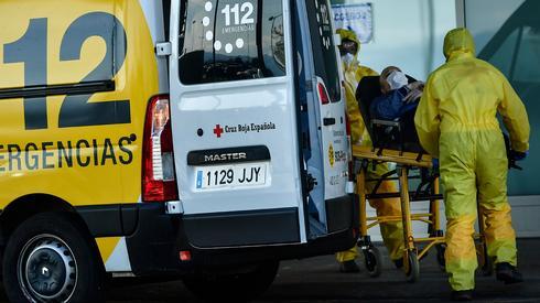 מטופל חולה ב קורונה הקורונה הגיע ל בית החולים סן פדרו בלוגרונו ספרד