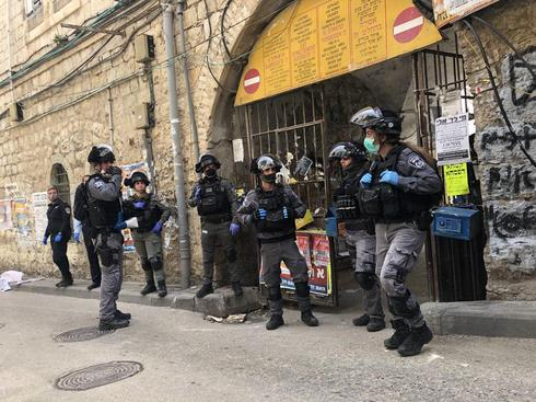 אכיפה של המשטרה במאה שערים