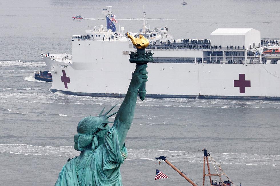 """ארה""""ב ניו יורק פסל החירות נגיף קורונה בית חולים שדה שהוקם ב ספינה"""