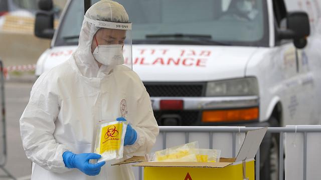 Мобильный пункт для анализов на коронавирус. Фото: AFP