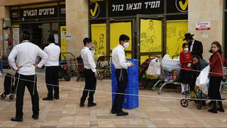 A line to a supermarket in Bnei Brak