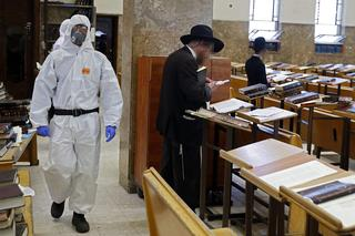 Police officers in protective gear at a Bnei Brak synagogue