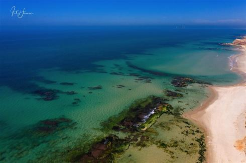 חוף הים בשמורת תל גדור