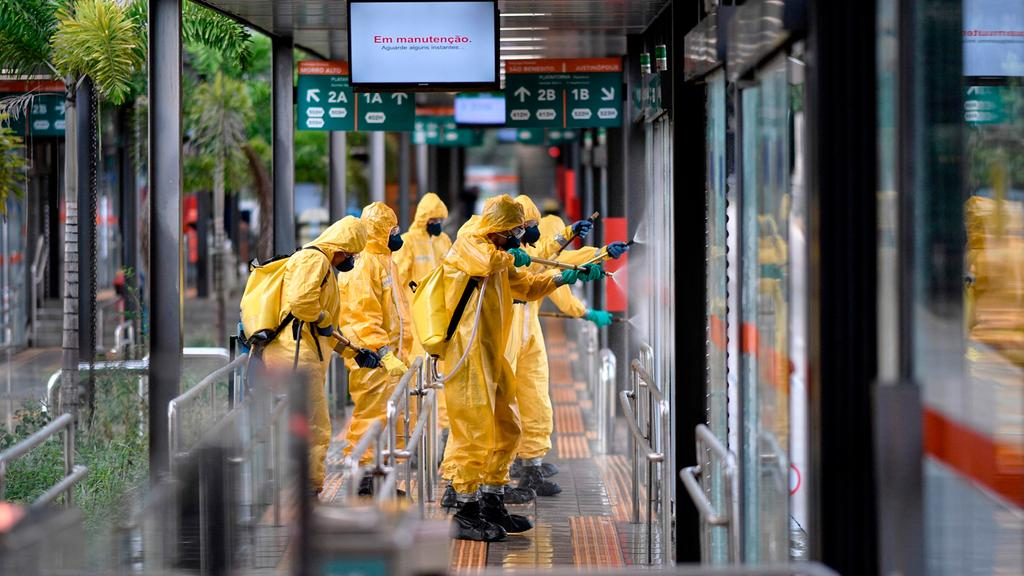 Disinfection in the streets of Brazil, hit hard by coronavirus
