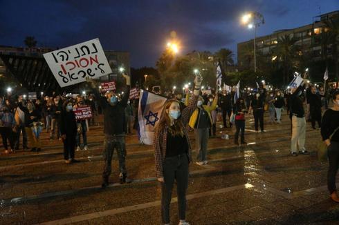 מחאת הדגלים השחורים בכיכר רבין