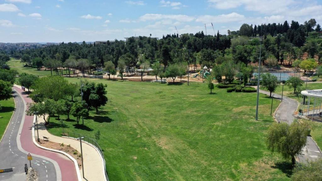 גן סאקר בירושלים ריק מאדם