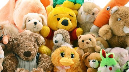 צעצועים הם מלכודת אבק, הרחיקו אותם ממיטת הילדים