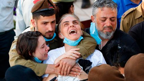 """הלוויתו של עמית בן יגאל ז""""ל שנהרג מאבן שזרק מחבל על ראשו בכפר יעבד"""