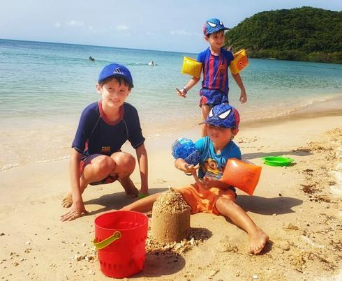 משפחת רונזטל בידוד בתאילנד
