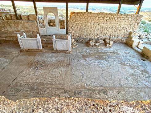 רצפת הפסיפס בבית הכנסת בסוסיא