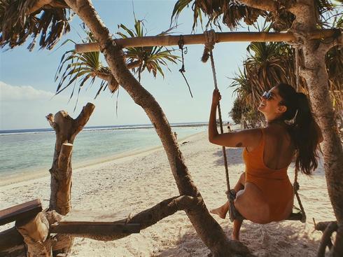 """""""היה לי ברור שאינדונזיה הוא יעד שאני מוכרחה לבקר בו"""". שיראל פינטו בחוף הים בבאלי"""