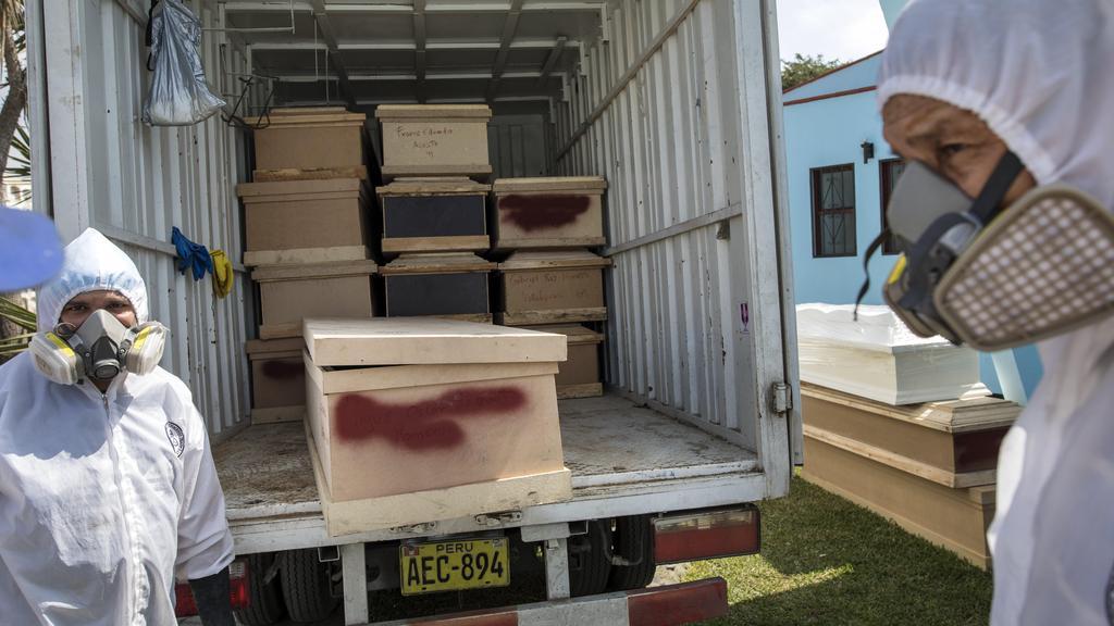 משאית ארונות קבורה. לא מצליחים להתמודד עם המטופלים