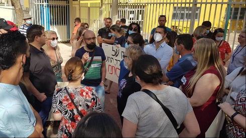הורים הפגינו מול בית הספר בו הושפלה ילדה בכיתה ב'
