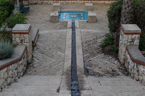 בוסתן גוזלן אל מול העיר העתיקה - המזרקה