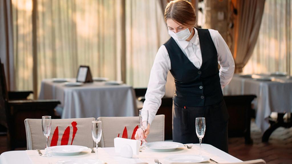 ресторан маска коронавирус. Фото: shutterstock