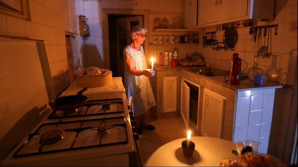 לבנון הפסקות חשמל מדליקים נרות סמירה חנה ביירות