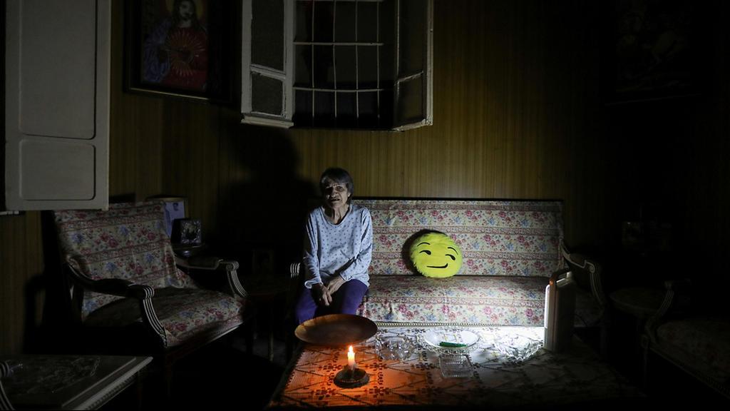 לבנון הפסקות חשמל מדליקים נרות