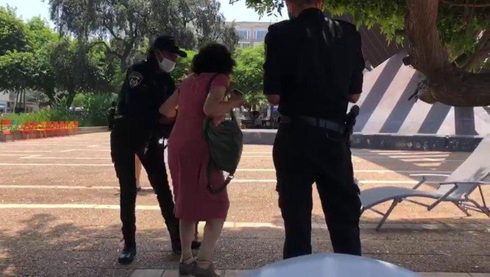 """בת 72 מת""""א נדרשה לשים מסיכה על הפנים ועוכבה על ידי המשטרה"""