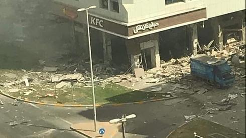 איראן אחראית לפיגוע הטרור באבו דאבי במסעדת KFC כשרה-2הרוגים עשרות פצועים בפיצוץ באזור שדה התעופה באבו דאבי BJUrXL97P_0_235_981_552_large