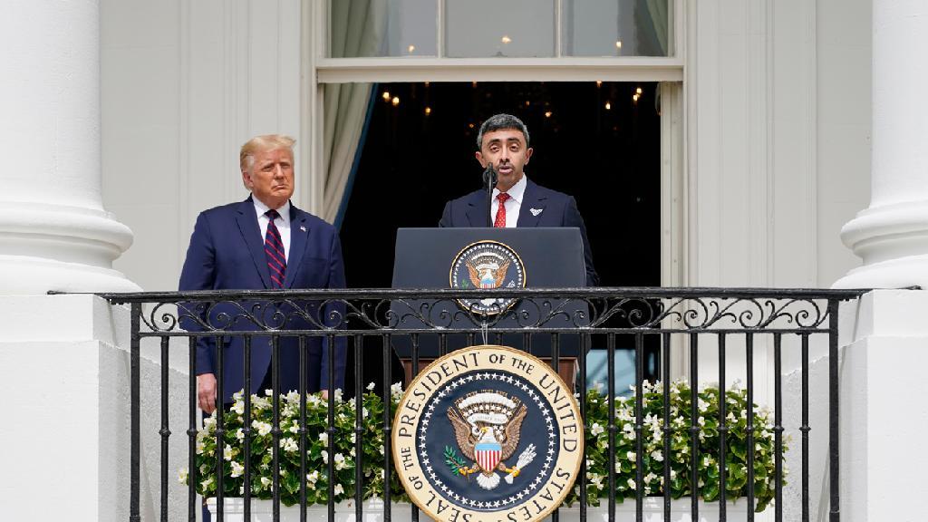 שר החוץ של איחוד האמירויות עבדאללה בן זאיד ודונלד טראמפ חתימת הסכם השלום בין ישראל לאיחוד האמירויות בבית הלבן