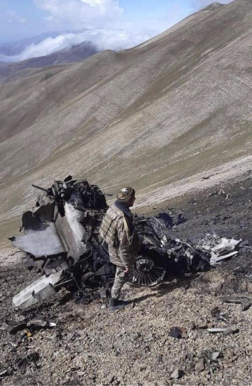 הריסות של מטוס קרב ארמני נגורנו קרבאך אזרבייג'ן ארמניה