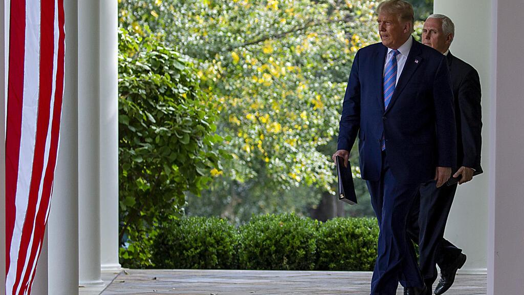 טראמפ ופנס באירוע ללא מסכות