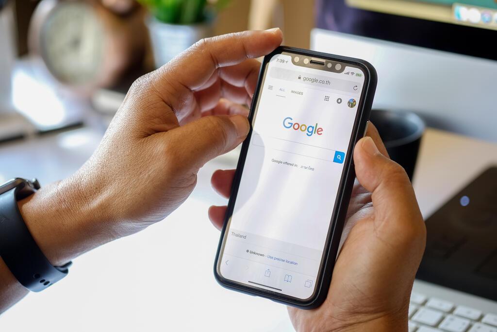 מנוע החיפוש של גוגל באייפון X
