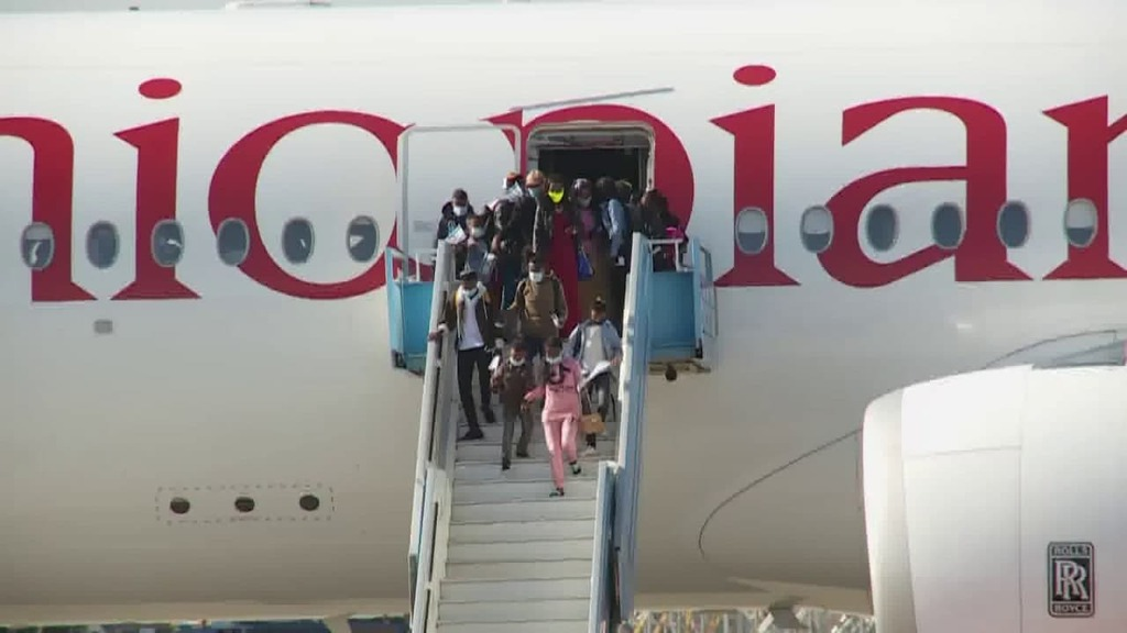 חוזרים הביתה: מאות עולים מאתיופיה הגיעו לישראל B1Wtn6zIsv_0_0_1280_720_0_x-large