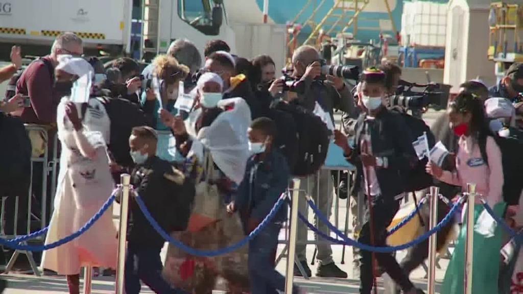 חוזרים הביתה: מאות עולים מאתיופיה הגיעו לישראל RJex0fLoD_0_0_1280_720_0_x-large