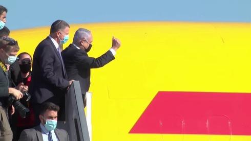 בנימין נתניהו ויולי אדלשטיין בקבלת המטוס שמגיע עם החיסונים נגד קורונה לישראל