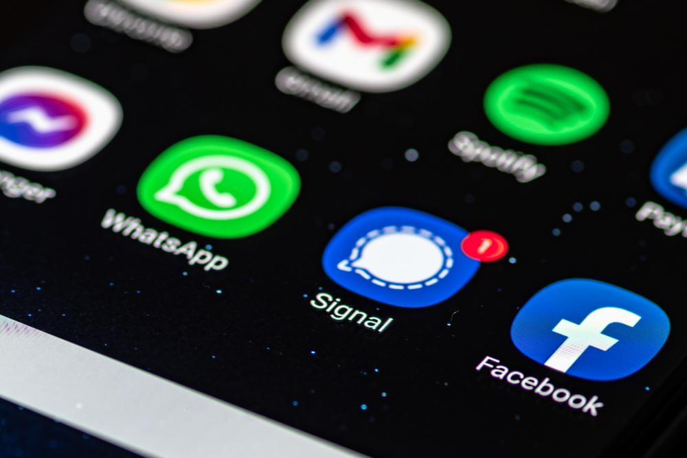 אפליקציות וואטסאפ, סיגנל ופייסבוק